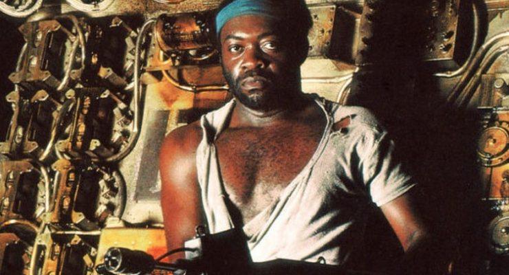 Yaphet Kotto holding a gun in Alien movie still